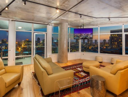 New Listing – Smart Corner #915 – Largest Floor Plan with Amazing Views